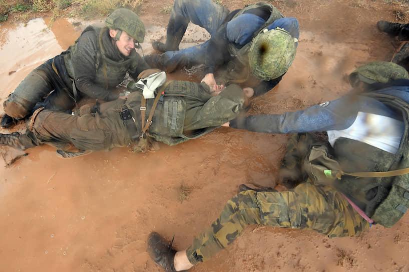 Тренировки по оказанию первой помощи пострадавшим под контролем сотрудников МЧС