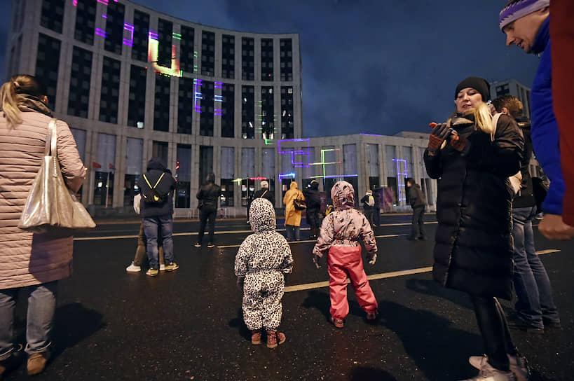 Световое шоу на проспекте Академика Сахарова