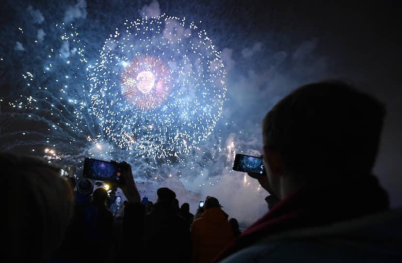 Пиротехническое представление на церемонии закрытия IX Московского международного фестиваля «Круг света»