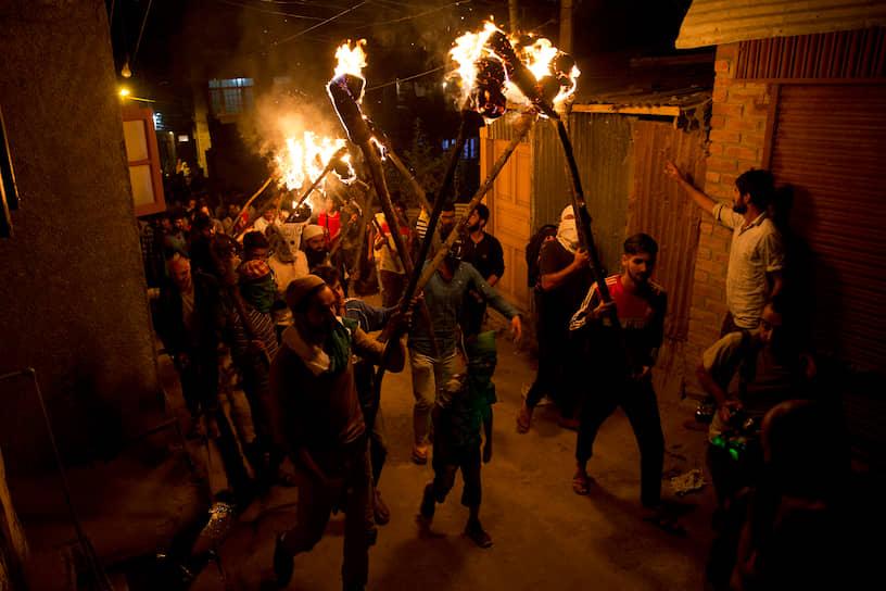 Сринагар, Индия. Местные жители протестуют против лишения штата Джамму и Кашмир особого статуса