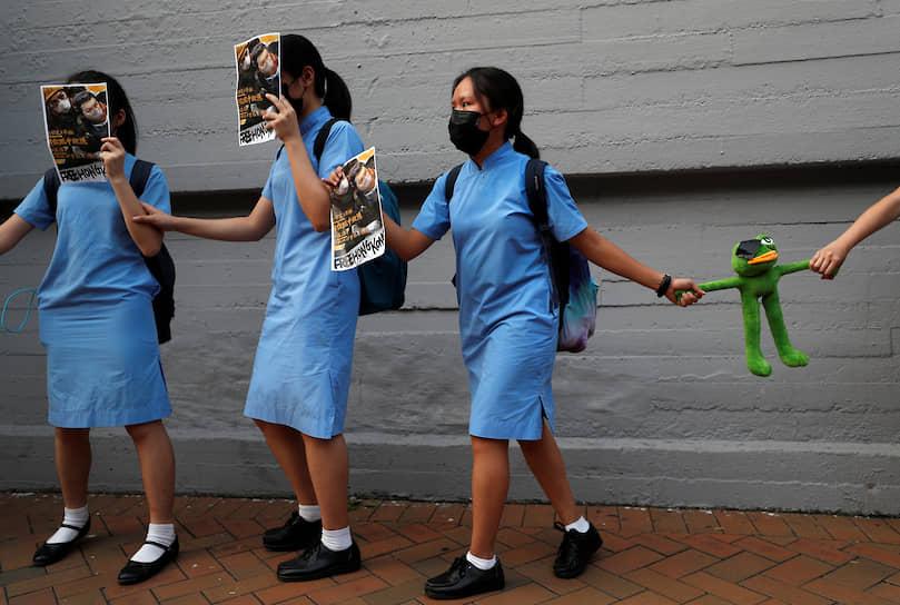 Гонконг, Китай. Демонстранты выстроились в живую цепь