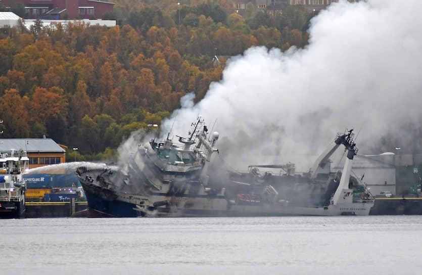 Тромсе, Норвегия. Пожар на российском траулере «Бухта Наездник»