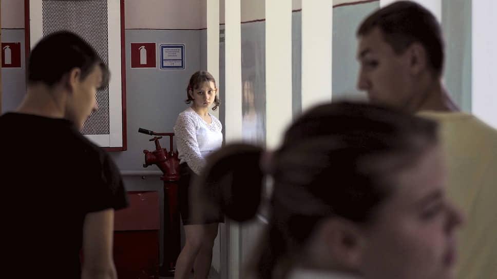 Воспитанники интерната в жилом корпусе