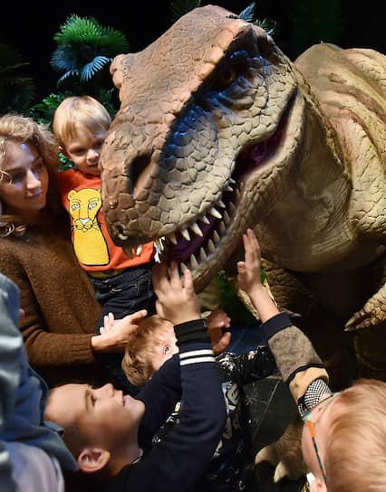 Московская область, Россия. Шоу динозавров «Затерянный остров»
