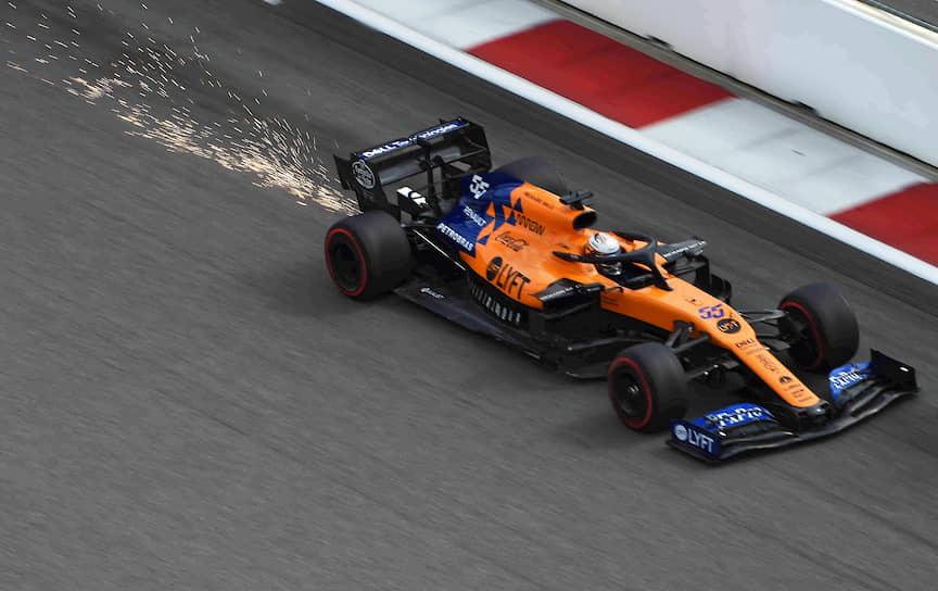 Пилот команды McLaren Карлос Сайнс