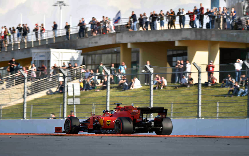 Пилот Ferrari Себастьян Феттель сошел c дистанции из-за технических проблем