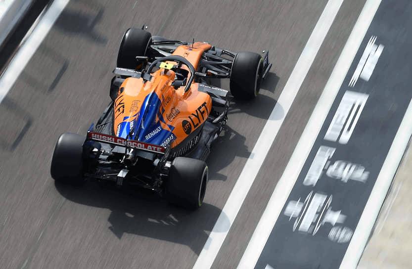 Пилот команды McLaren Карлос Сайнц, он финишировал шестым