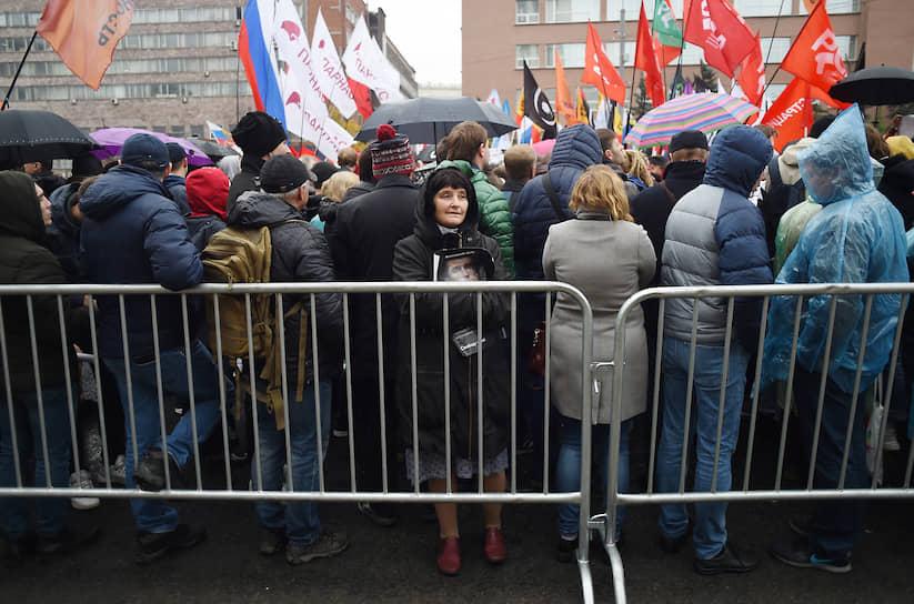 Митингующие за на проспекте Сахарова