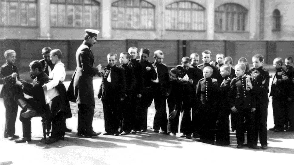 Повседневное питание в русских военно-учебных заведениях на протяжении многих лет заставляло их воспитанников желать много лучшего