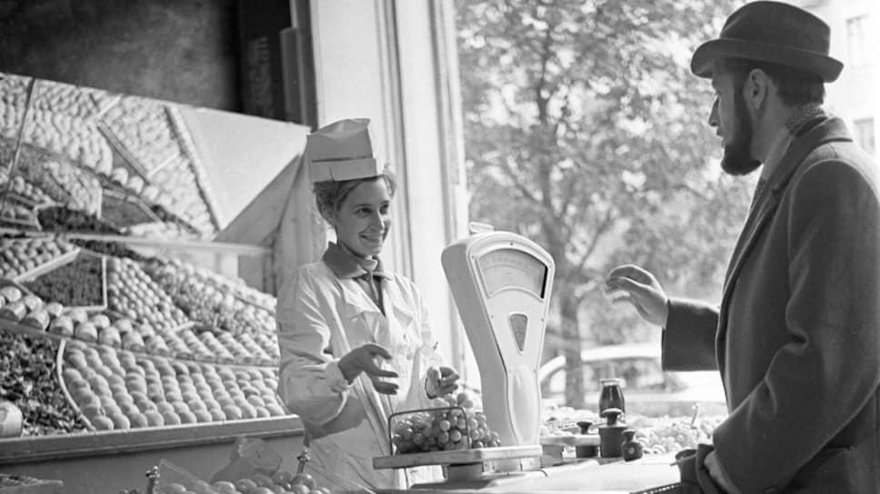 Новые власти страны устроили яркую, но непродолжительную демонстрацию обилия продуктов в советских магазинах