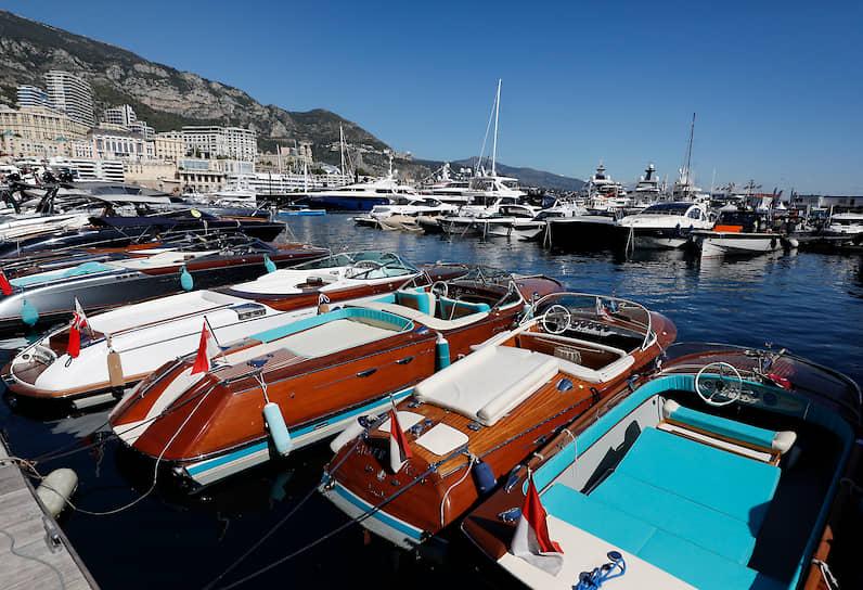 Итальянские катера Riva на выставке в Монако. Даже парусная общественность, именующая моторные катера «мыльницами», относится к лодкам Riva с почтением