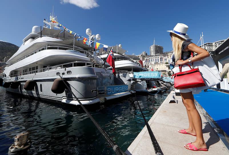 За четыре дня в знаменитом порту Геркулес побывало более 30 тыс. человек — зрителей, владельцев яхт, будущих покупателей, фрахтователей, дизайнеров интерьеров<br> На фото — новинки от яхтенной компании Burgess