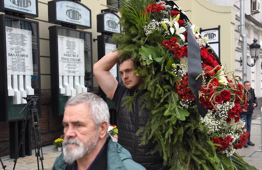 Прощание с режиссером, народным артистом СССР Марком Захаровым началось в 10:00 в театре «Ленком»