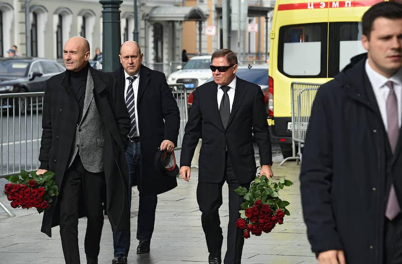 Композитор Игорь Крутой (слева) и председатель Верховного суда России Вячеслав Лебедев (третий слева)