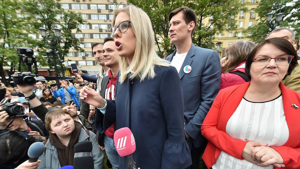 Оппозиционеры Любовь Соболь, Дмитрий Гудков и Юлия Галямина
