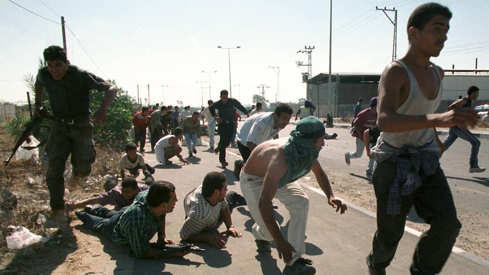 В октябре 2000 года глава МИД РФ впервые в истории изменил план своего дипломатического турне, чтобы попытаться помирить палестинцев и израильтян