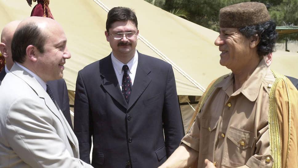 В 2001 году состоялся первый визит главы МИД РФ Игоря Иванова в Ливию. На фото встреча с лидером ливийской революции Муаммаром Каддафи (Триполи, май 2001 года)