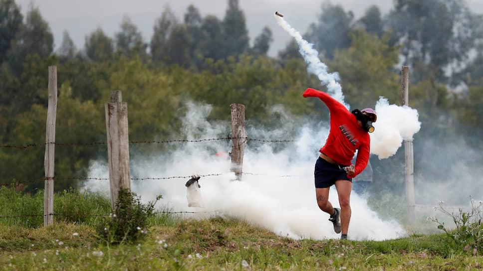 Лассо, Эквадор. Участник акции против отмены субсидий на топливо и экономических мер правительства