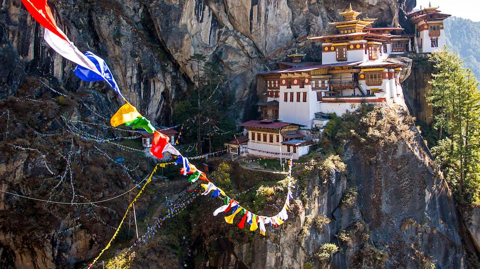 В карликовом горном королевстве Бутан добились отрицательного показателя выброса углекислого газа в атмосферу за счет большой площади лесов, бесплатного электричества для фермеров, использования электромобилей и госсубсидий на светодиодные лампы