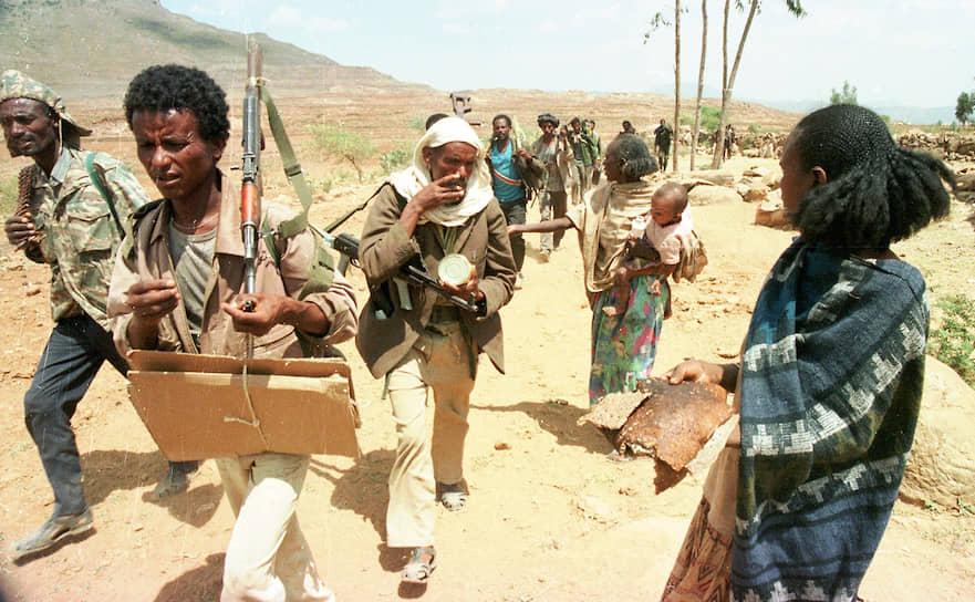 Основным поставщиком оружия в Эфиопию в тот период была Россия, Эритрея приобретала, в частности, российские военные вертолеты и переносные зенитные ракетные комплексы
