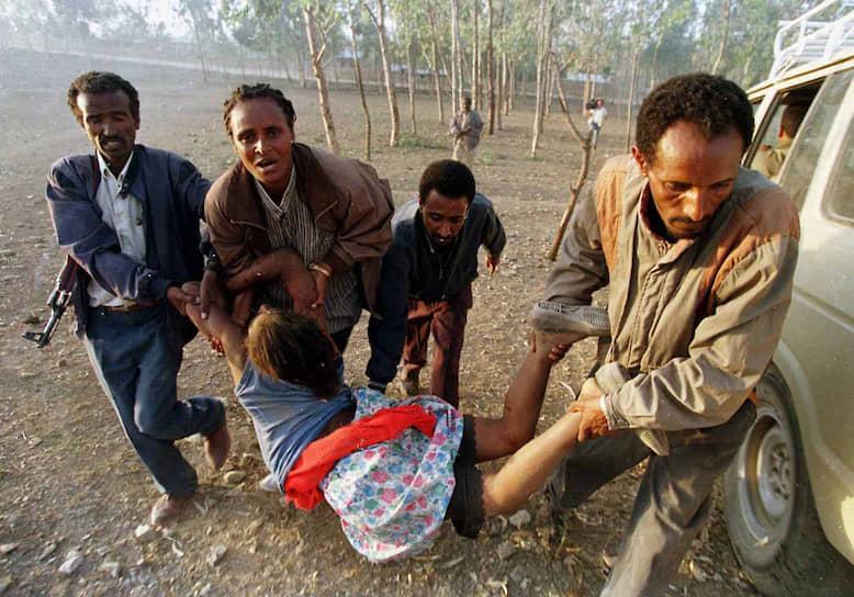 12 мая 1998 года армия Эритреи захватила город Бадме на севере Эфиопии, в начале июня бои шли на подступах к эфиопскому Адиграту
