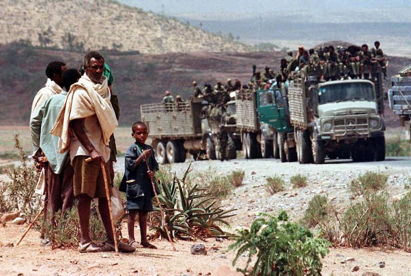 В конце февраля 1999 года эфиопские войска совершили массированные авиаудары по эритрейской территории. Эритрейцы предотвратили прорыв фронта, но под бомбежками погибли несколько тысяч военных
