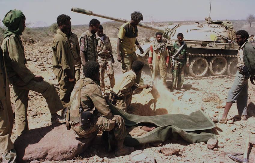 В 2002 году международная арбитражная комиссия разделила спорные территории примерно поровну. Город Бадме, в частности, отходил к Эритрее. Эфиопия не признала решение комиссии