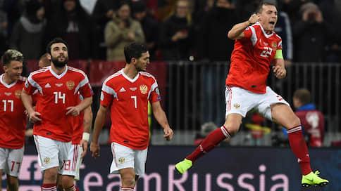 Сборная России приближается к выходу  / После победы над Шотландией она уже практически точно попадет в финальную часть чемпионата Европы