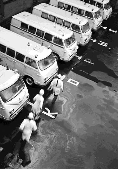 В 1970-е в СССР была проведена реорганизация скорой медицинской помощи: были объединены бригады, обслуживающие вызовы на улице, и бригады при поликлиниках, выполняющие вызовы на дом
