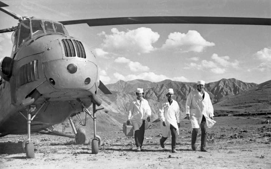 Создание в СССР санитарной авиации было инициировано в 1925 году Обществом Красного Креста и Красного полумесяца. В марте 1992 года при министерстве Гражданской авиации России был сформирован центральный аэромобильный спасательный отряд (ЦАМО)