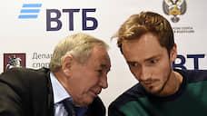 Даниил Медведев порадовал автографами