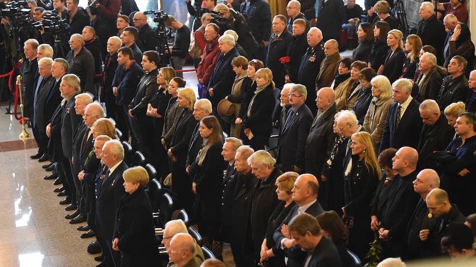 Участники церемонии прощания