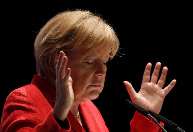 2010 год. Канцлер Германии Ангела Меркель во время встречи в рамках избирательной кампании