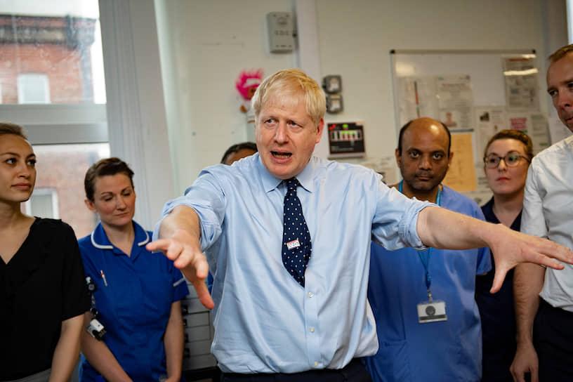 2019 год. Премьер-министр Великобритании Борис Джонсон во время посещения больницы