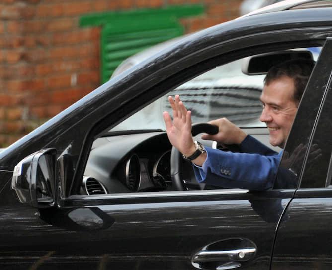 2011 год. Президент России Дмитрий Медведев во время рабочей поездки в Звенигород