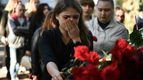 В Керчи вспоминают о стрельбе в колледже  / В городе проходят траурные мероприятия в связи с годовщиной трагедии
