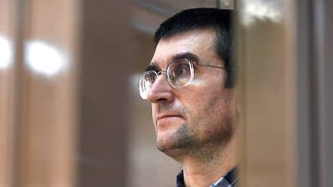 Срок за бросок  / Мосгорсуд оставил в силе приговор фигуранту «дела 27 июля» Евгению Коваленко