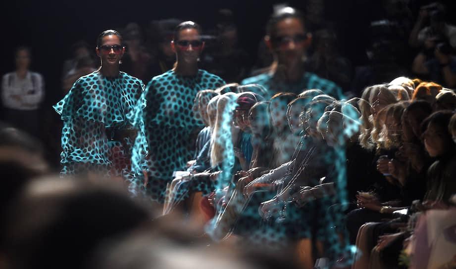 Москва. Показ коллекции дизайнера Юлии Далакян в рамках Mercedes-Benz Fashion Week Russia