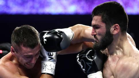Артур Бетербиев выбил второй пояс  / В объединительном бою он нокаутировал Александра Гвоздика