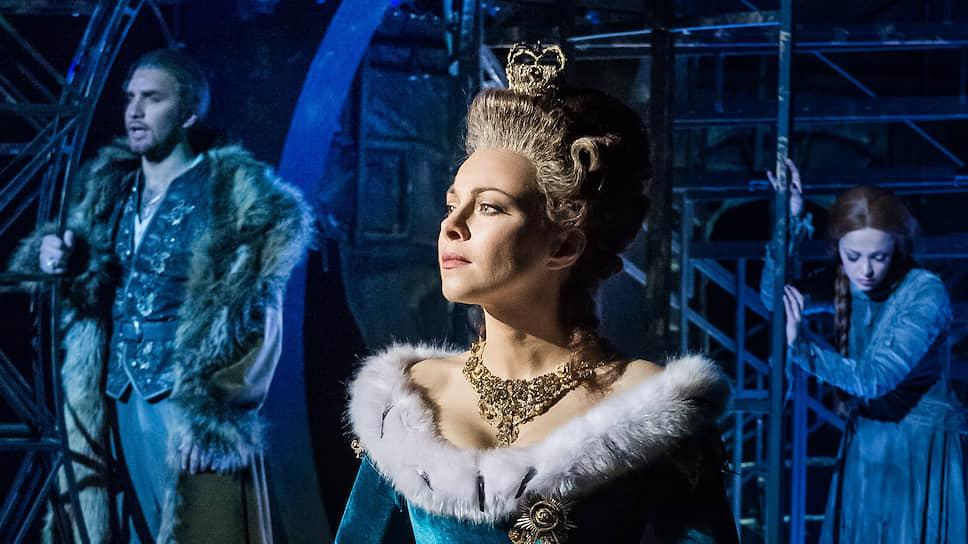 Екатерина Гусева (в центре) в мюзикле «Граф Орлов»