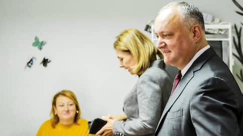 Игорь Додон пропустил удар слева  / У пророссийского президента Молдавии появился конкурент с российским паспортом