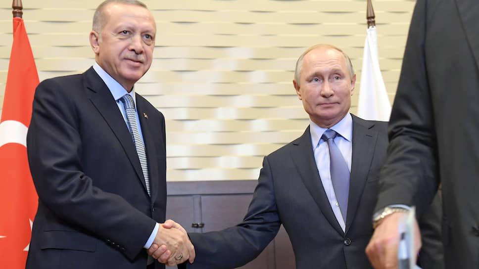 Президент России Владимир Путин (справа) и президент Турции Реджеп Тайип Эрдоган