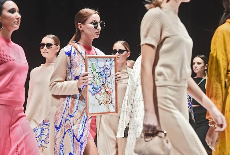 Показ коллекции Matryoshka Fashion Industry