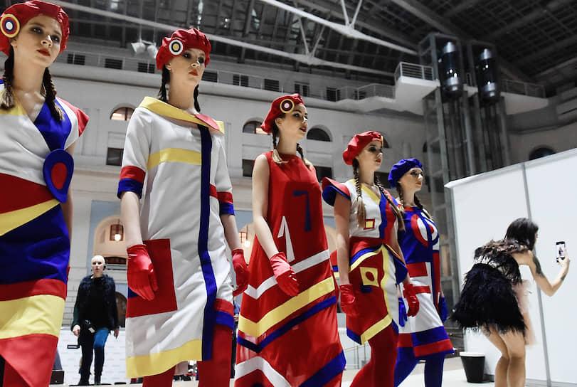 Показ коллекций финалистов Международного конкурса молодых дизайнеров «Русский Силуэт»