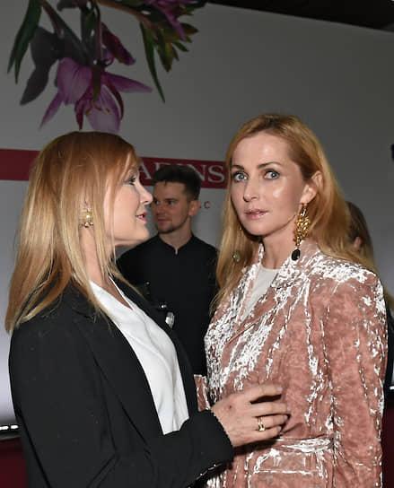 Телеведущая Лариса Вербицкая (слева) на вечеринке в честь 65-летия бренда Clarins #этовсеовас