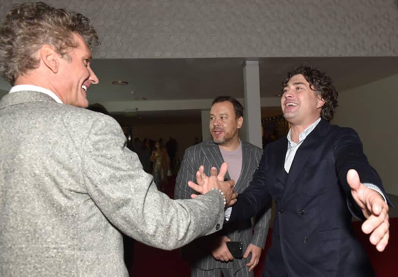 Слева направо: гендиректор продюсерской компании «Клевер» Илья Бачурин, модельер Игорь Чапурин и радиоведущий Дмитрий Оленин на вечеринке в честь 65-летия бренда Clarins #этовсеовас