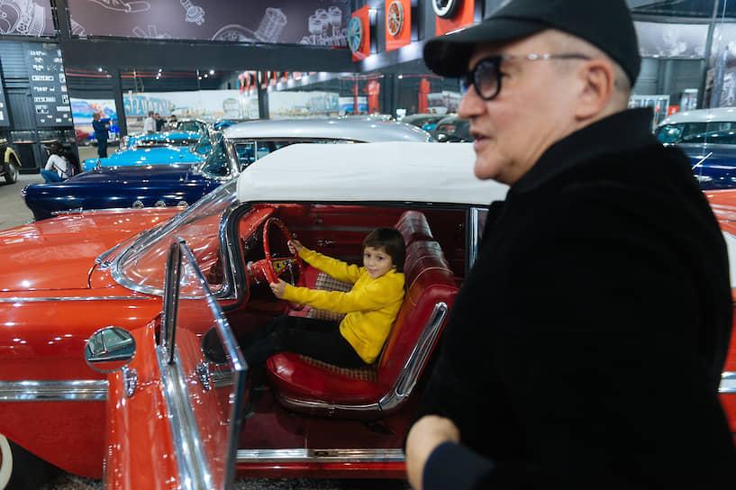 """Телеведущий Дмитрий Дибров на праздновании Дня автомобилиста в автомузее """"Моторы Октября"""""""