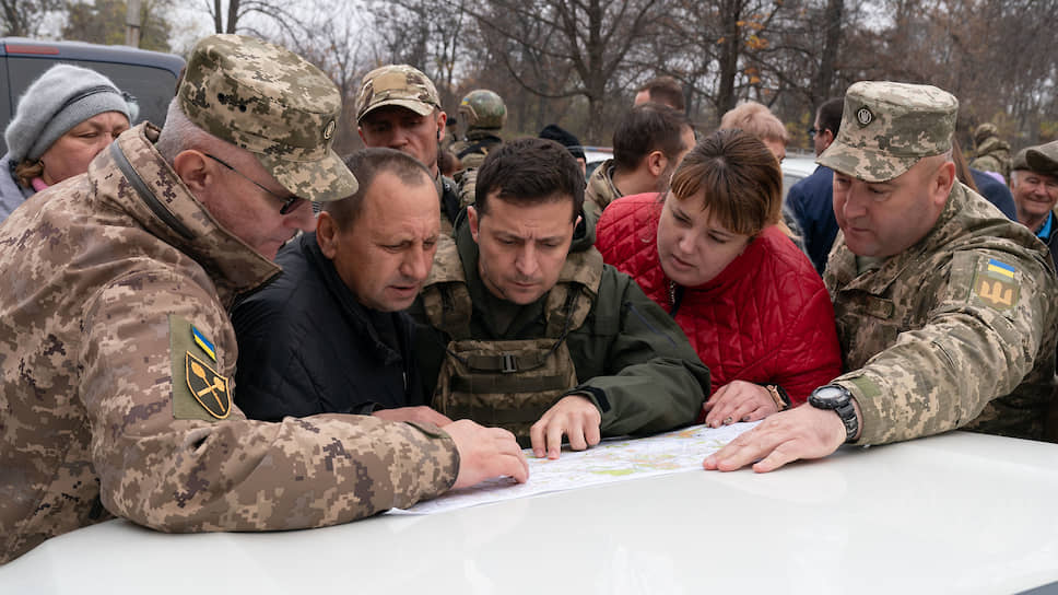 Президент Украины Владимир Зеленский (в центре)