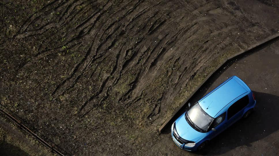 Почему московские суды отказывают автовладельцам в обжаловании штрафов за стоянку на газоне