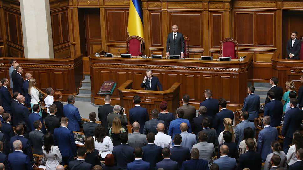 Председатель Верховной рады Украины Андрей Парубий (вверху)